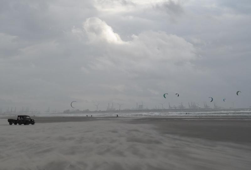 Cock van der Voort, vergezicht strand Hoek van Holland